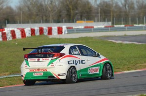 Honda_unveils_Castrol_as_its_title_WTCC_sponsor(2)